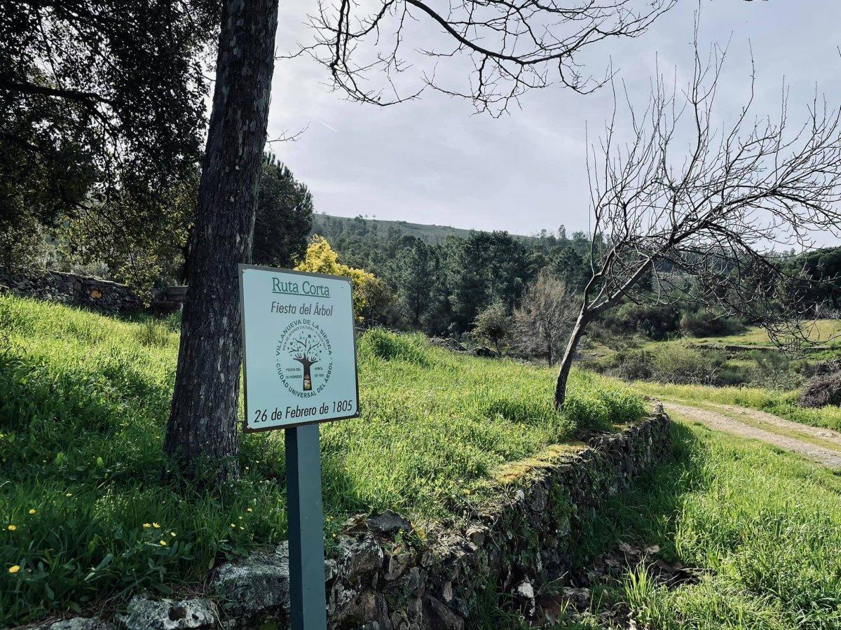 Villanueva de la Sierra señaliza diferentes rutas para disfrutar de la Fiesta del Árbol