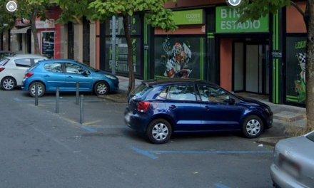 Un motorista resulta herido tras chocar con un coche en la avenida de Portugal de Cáceres