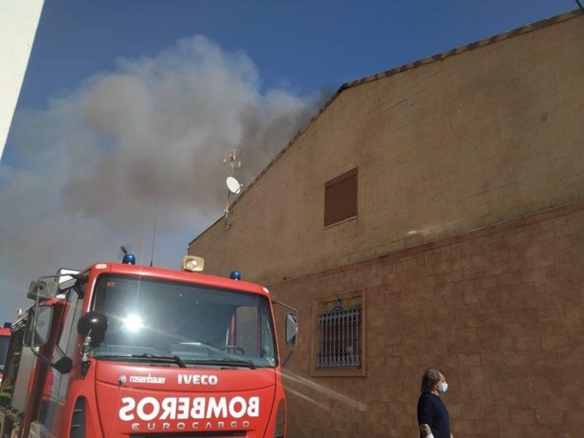 Dos heridos en el incendio de una vivienda en Campillo de Llerena