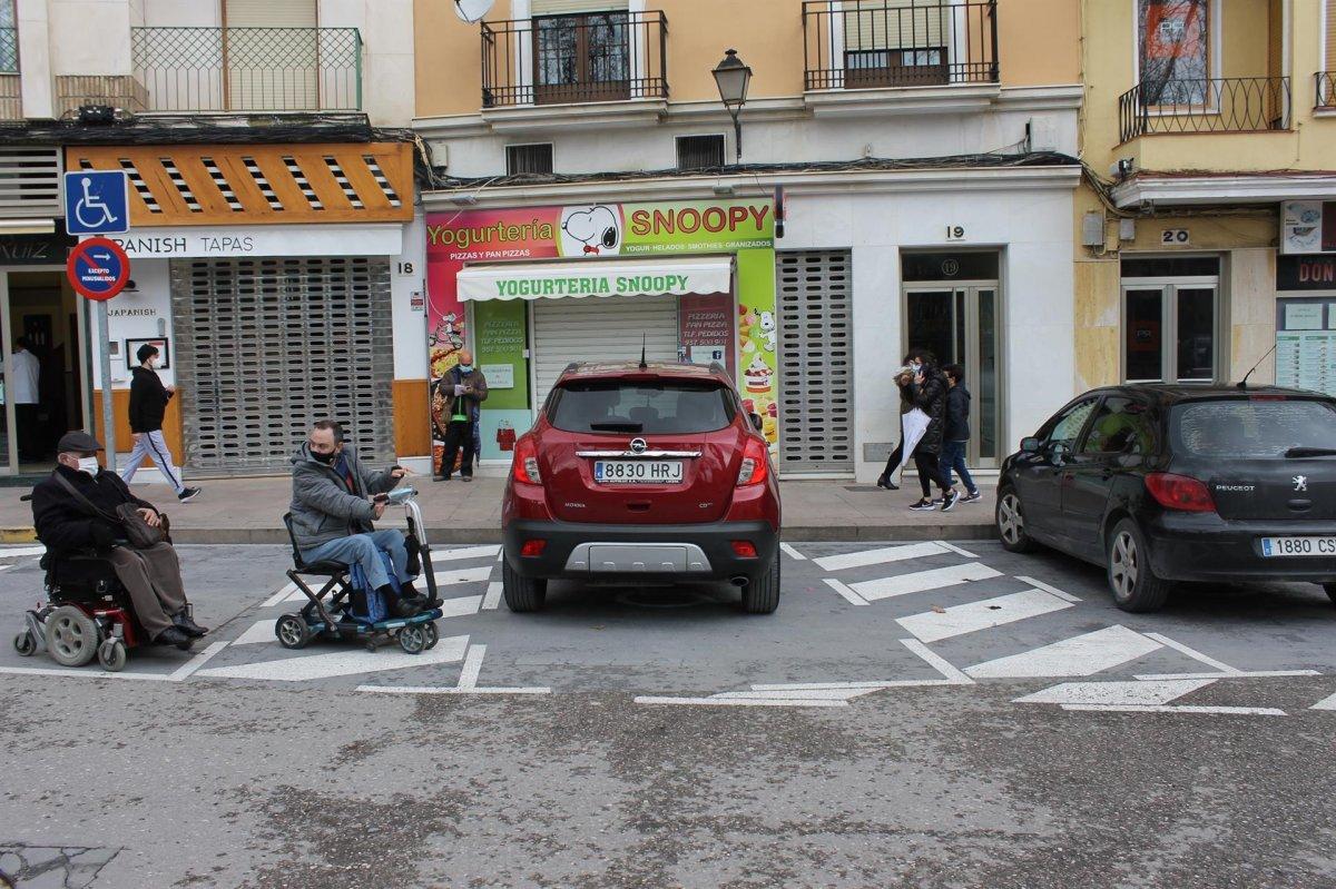 Más de 1.300 extremeños solicitan la tarjeta de estacionamiento para personas con discapacidad