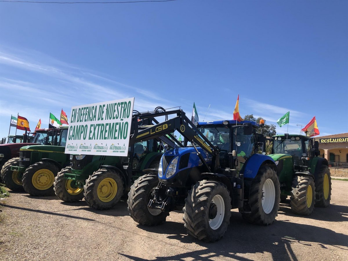 Los agricultores entregan al Ministerio de Agricultura las reclamaciones del campo extremeño