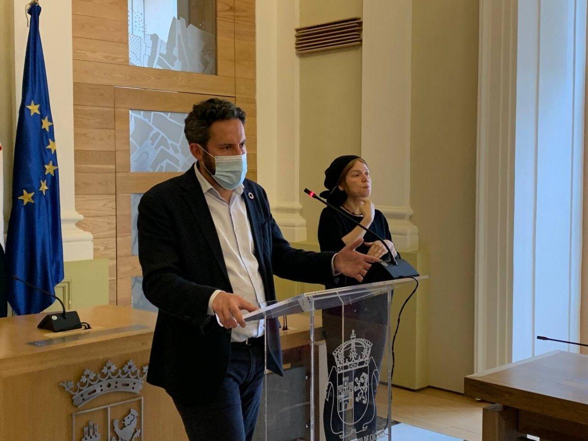 Cáceres pide a la ciudanía que cumpla las recomendaciones de la campaña de vacunación