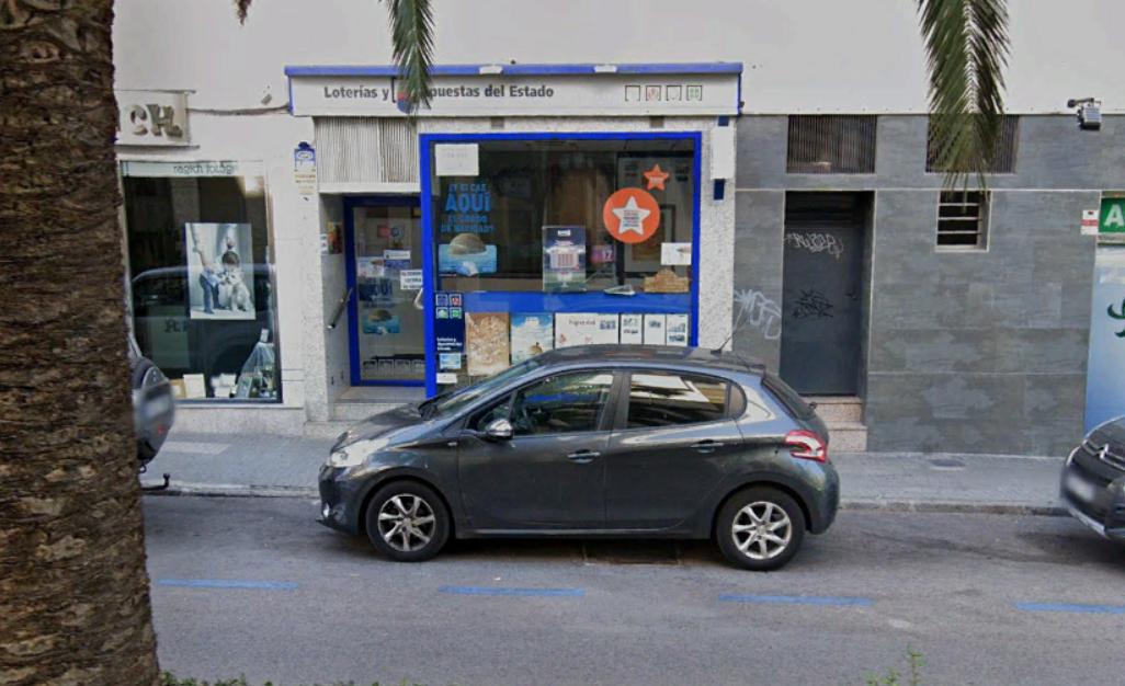La administración Fuente del Oro de Cáceres reparte el primer premio de la Lotería Nacional
