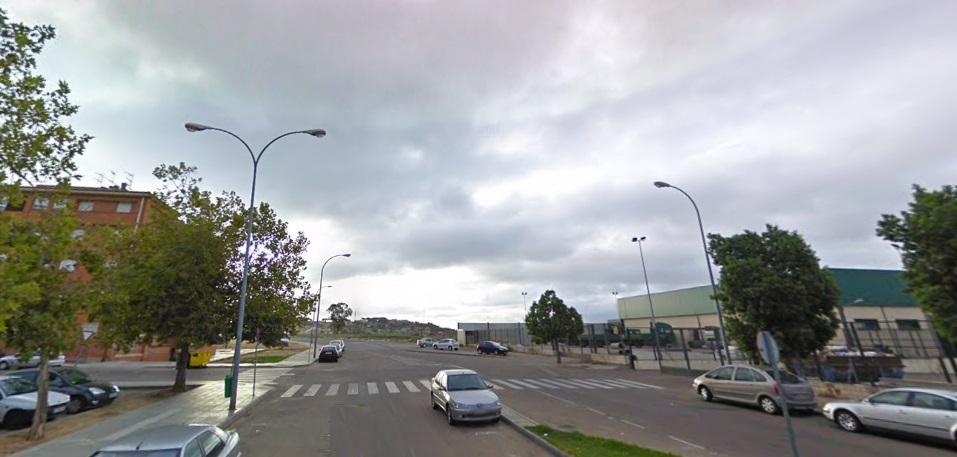 Una mujer herida al ser atropellada en la avenida Antonio Hernández Gil de Badajoz