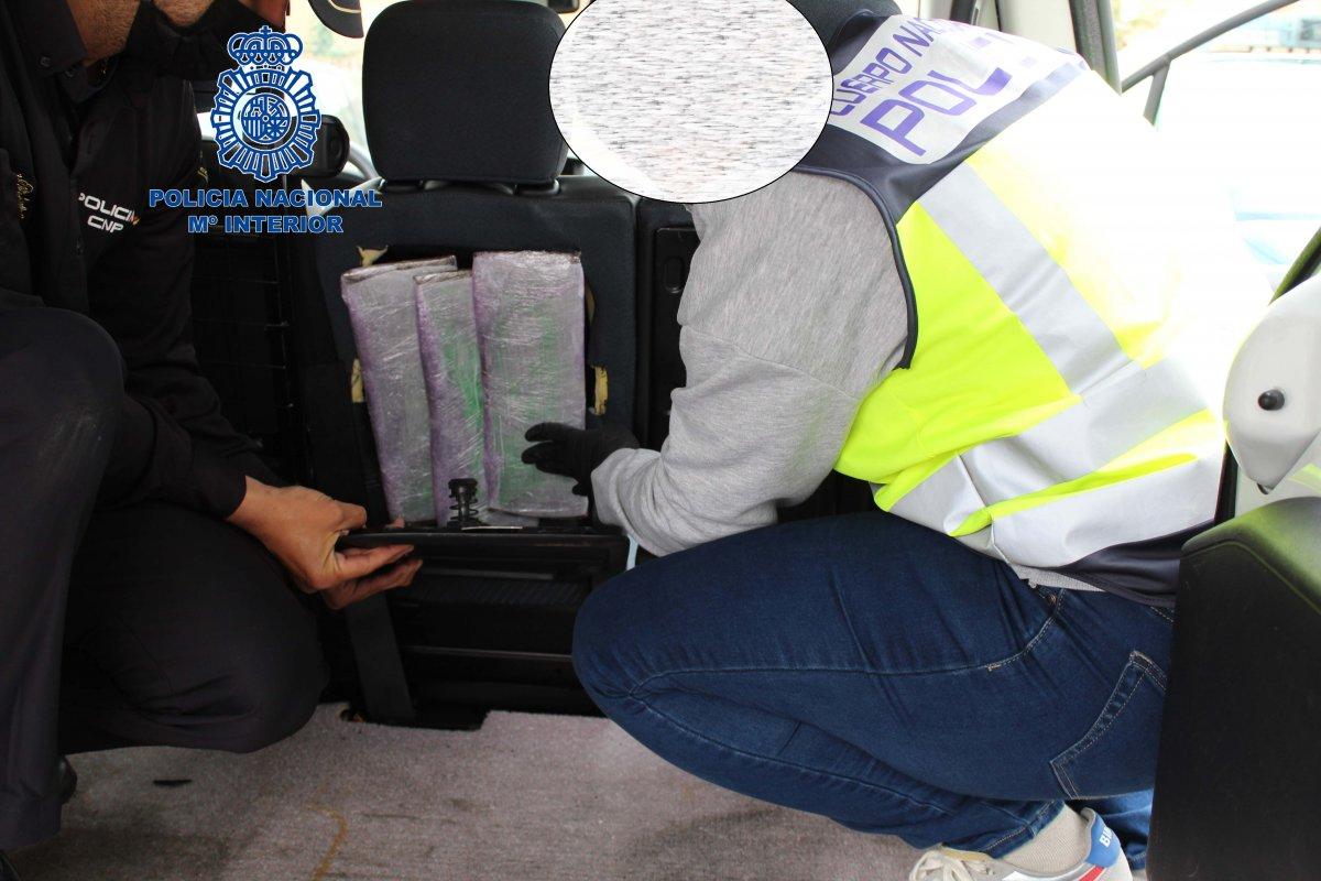 Ingresa en prisión un varón que portaba más de 1 kilo de cocaína en un vehículo en Badajoz