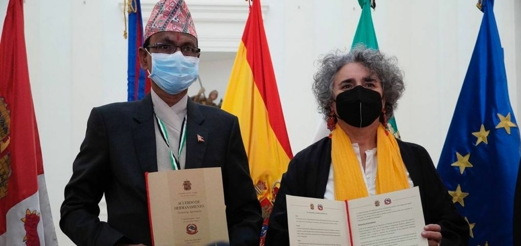 """Cáceres y la ciudad nepalí de Lumbini rubrican su hermanamiento en un """"día histórico"""""""