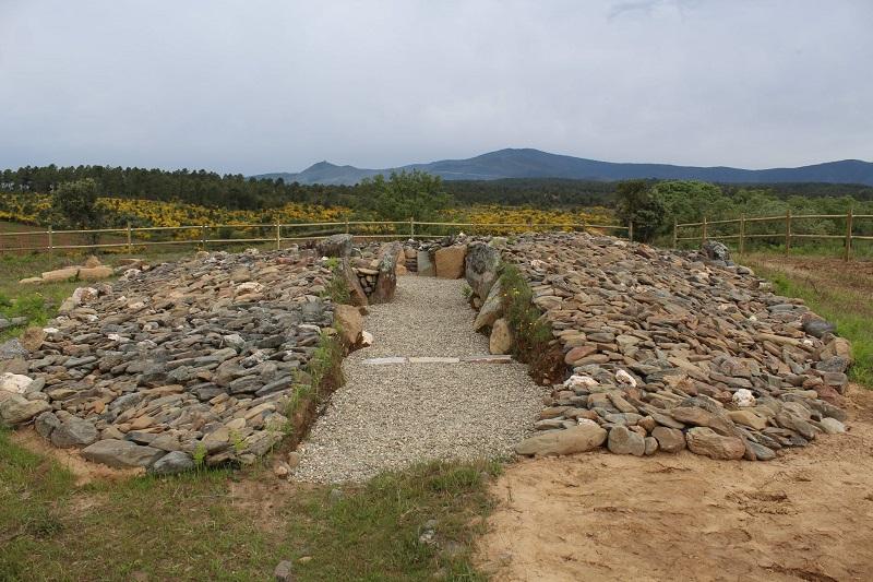 Hernán-Pérez abre al público el dolmen de Pradocastaño tras concluir su rehabilitación