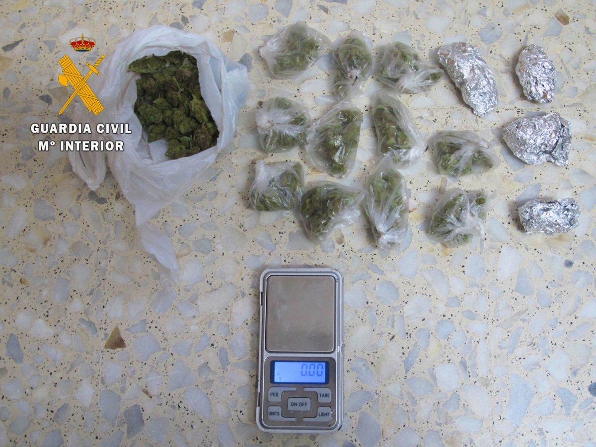 La Guardia Civil detiene a un vecino de Saucedilla de 21 años por tráfico de drogas