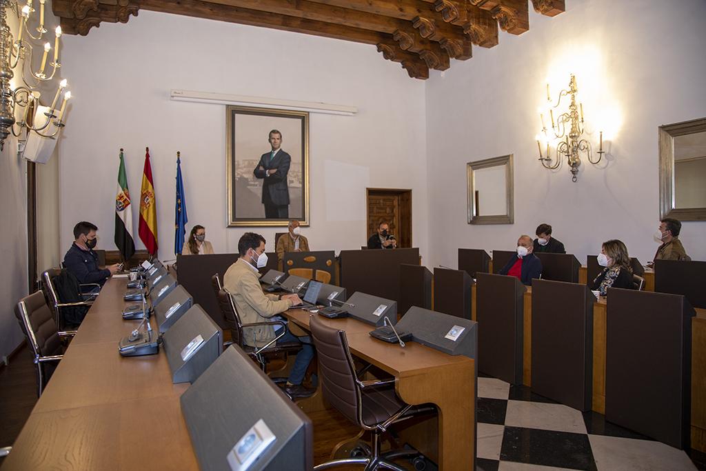 La Diputación de Cáceres retoma el plan de lucha contra la exclusión financiera en los municipios
