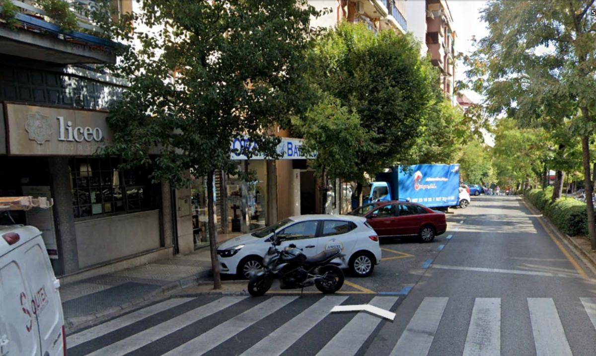 Dos heridos en Cáceres al caer cuando cambiaban un rótulo luminoso de un bar
