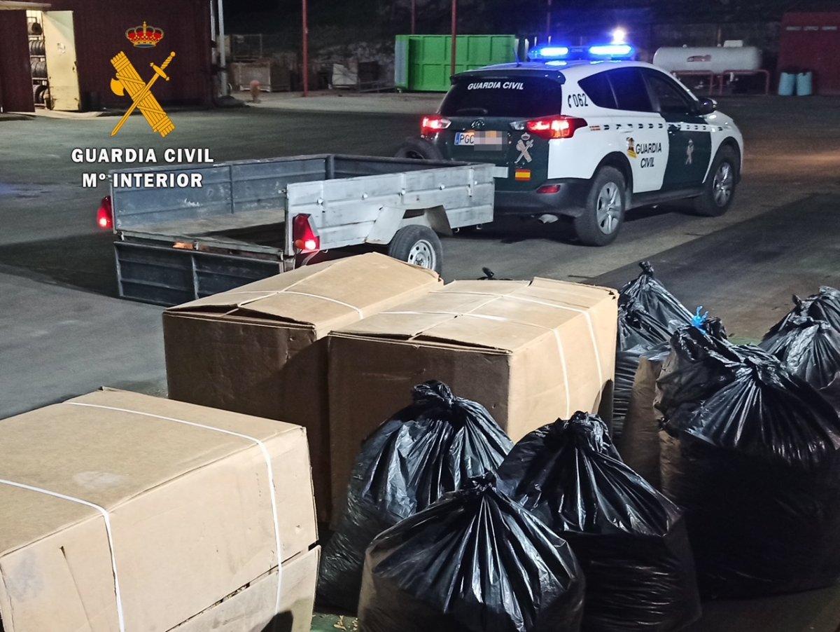 Detenidos en Talayuela dos jóvenes por robar de un secadero 1.540 kilos de tabaco para contrabando