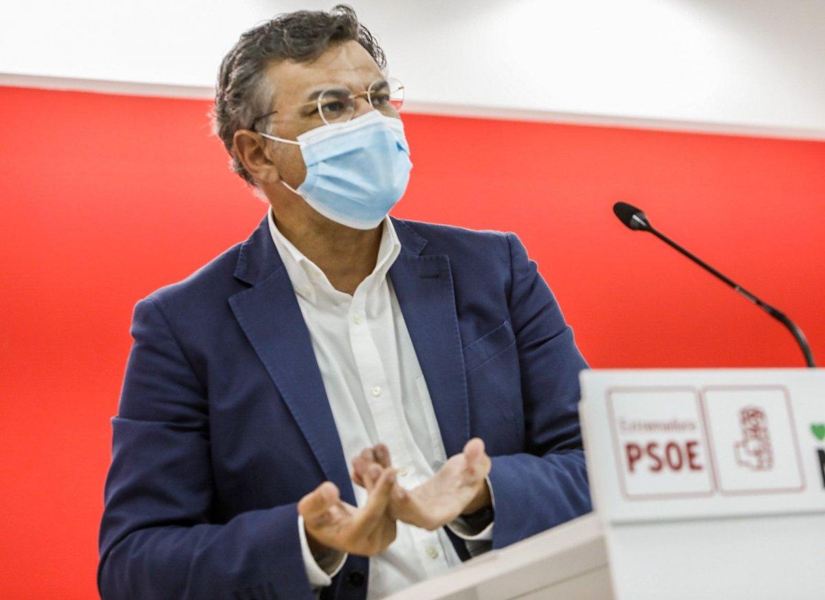 """El PSOE asegura que Extremadura está preparada """"para inocular todas las vacunas que lleguen"""""""