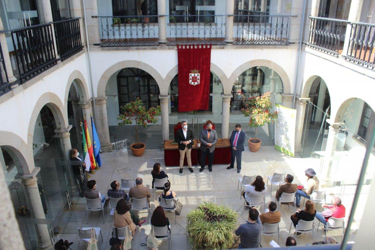 La Universidad de Extremadura realizará el plan de marketing turístico de Coria para atraer visitantes