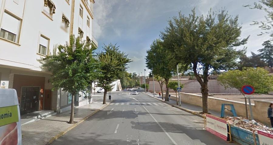 Evacuados vecinos por la rotura de una tubería de gas en Ronda del Pilar de Badajoz