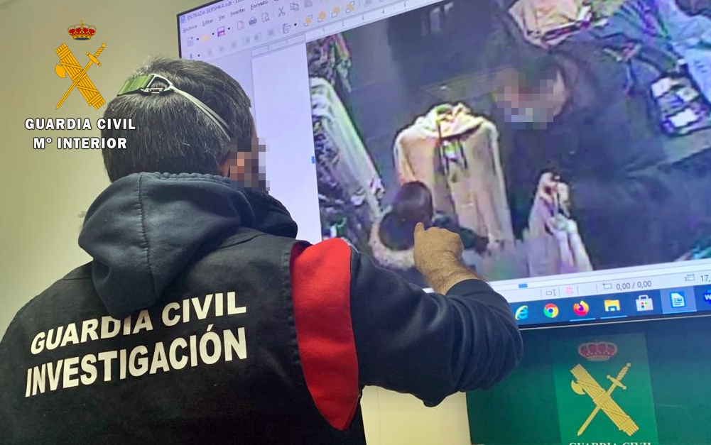 Detienen a dos personas de Badajoz por robar prendas para revenderlas previo encargo