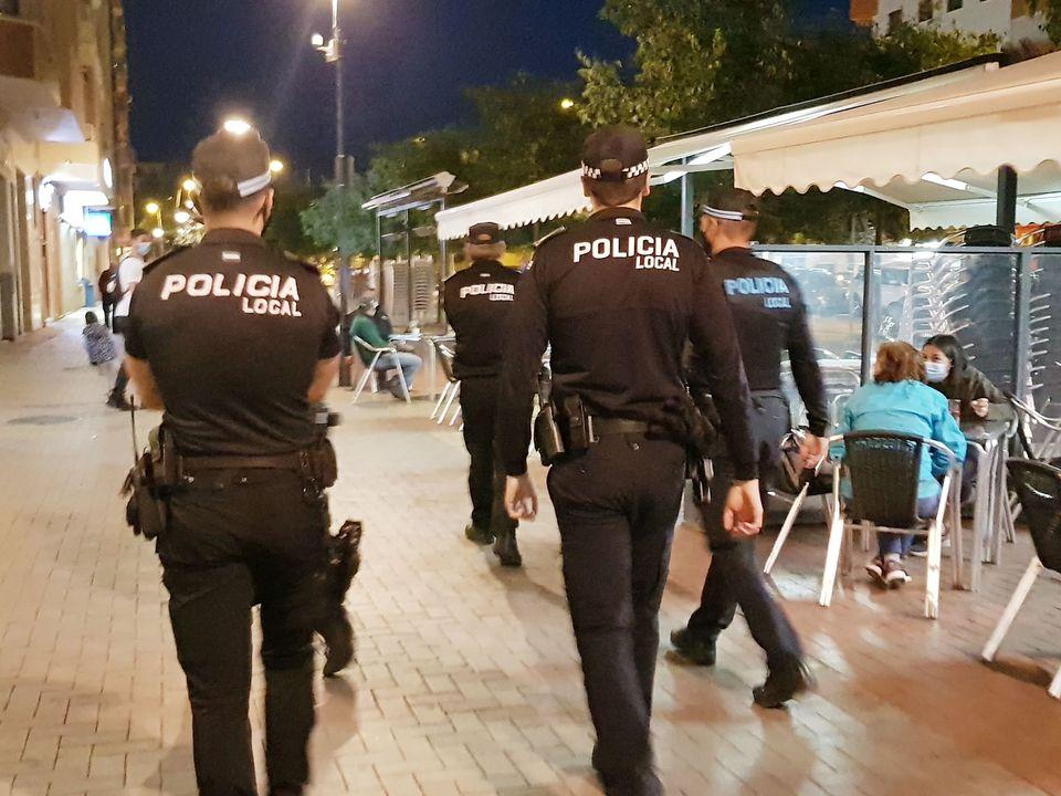 La Policía de Almendralejo desaloja dos fiestas ilegales e interpone 36 denuncias por no llevar mascarillas