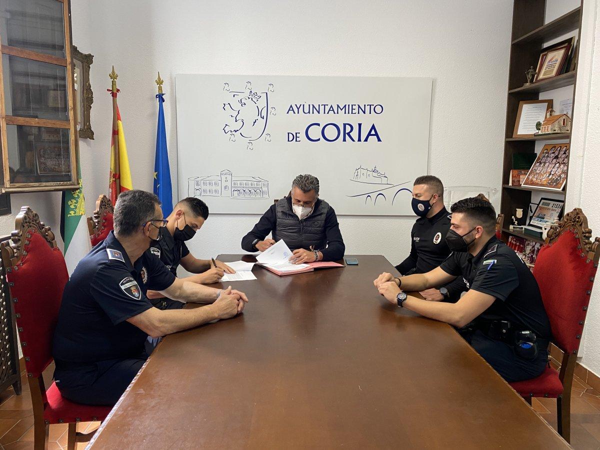 Dos nuevos agentes se incorporan a la plantilla de la Policía Local de Coria
