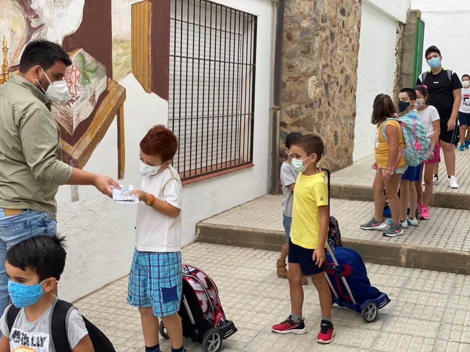 Educación decide cerrar clases en Madroñera y Entrerríos tras confirmar casos de Covid