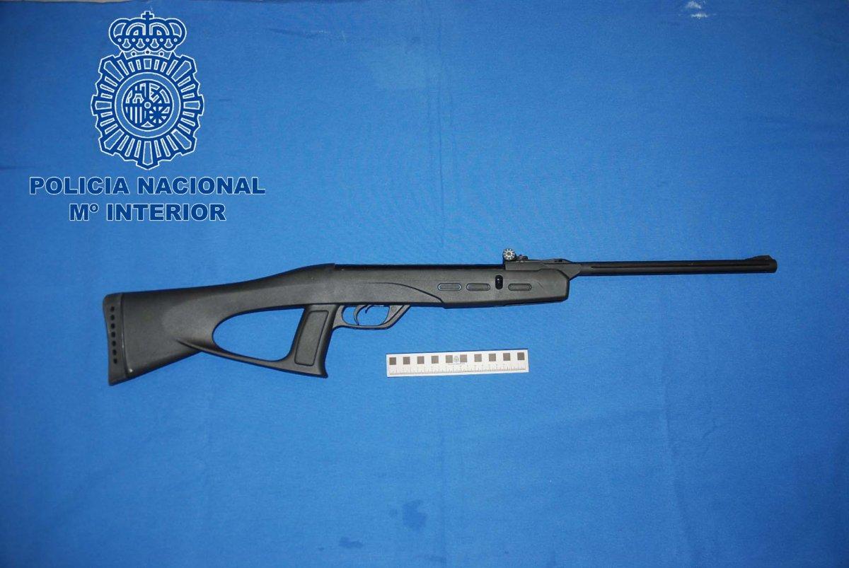 La Policía Nacional imputa dos delitos de lesiones a un joven de Mérida por disparar con una escopeta de balines