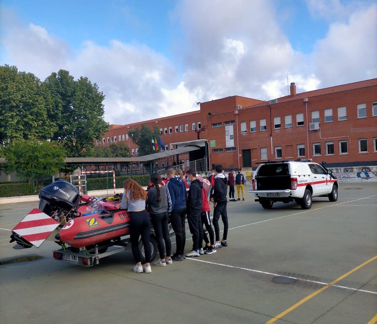 Estudiantes de Mérida conocen el funcionamiento del Centro de Urgencias 112 de Extremadura