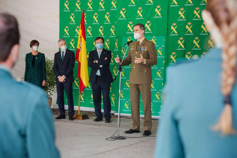 Cientos de personas reciben entre aplausos al Rey Felipe VI a su llegada a Valencia de Alcántara