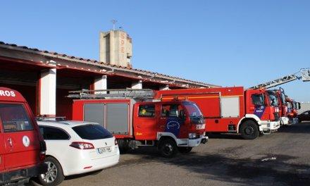 Los bomberos sofocan un incendio registrado en la terraza de una vivienda en Mérida