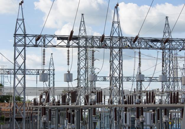 Un rayo cae en una subestación eléctrica y deja a buena parte de Moraleja sin luz
