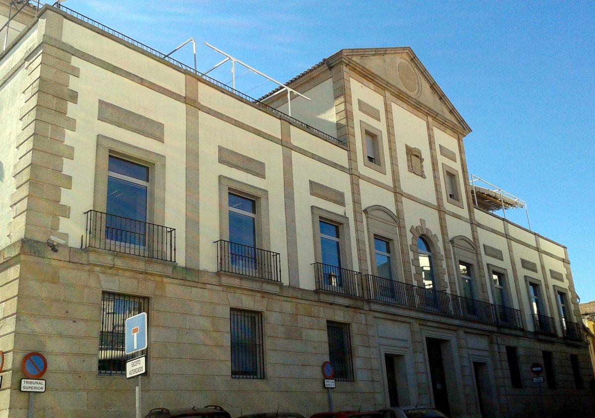El TSJ de Extremadura confirma la pena de 16 años y 9 meses de prisión a una mujer que asfixió a un hombre en Badajoz