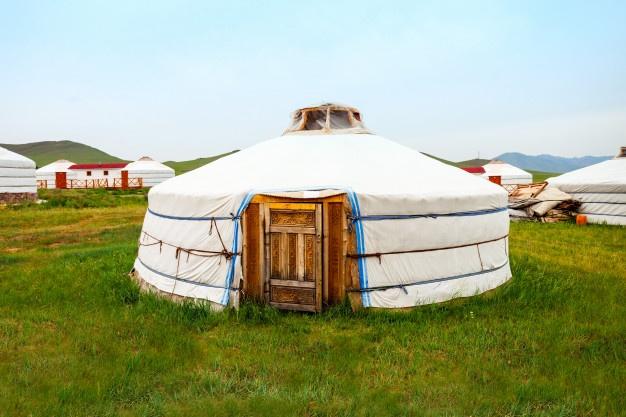 Hacer turismo en Extremadura y dormir en una tienda yurta de Mongolia es posible