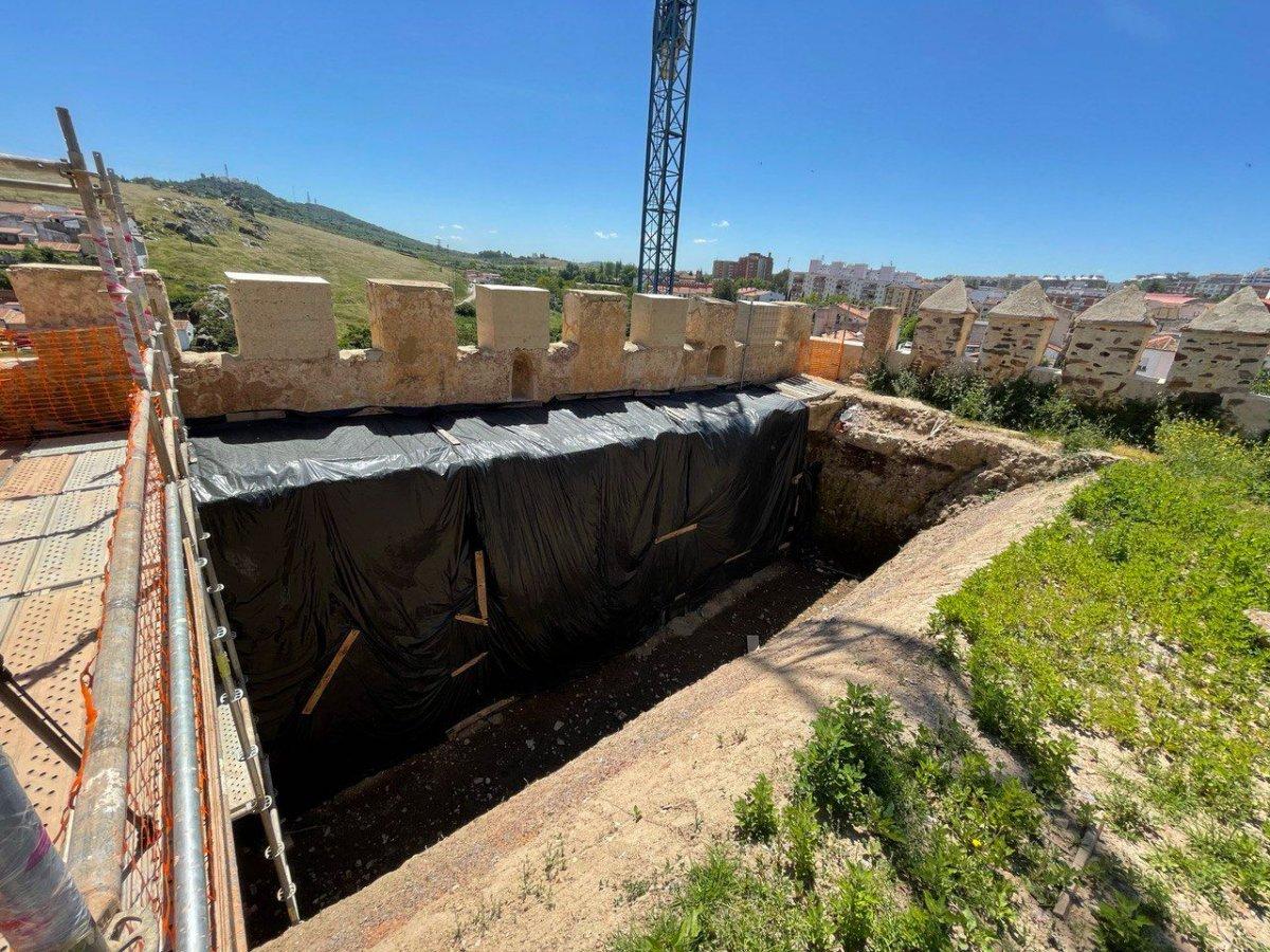 En peligro la estabilidad del Baluarte de los Pozos, uno de los emblemas del Cáceres monumental