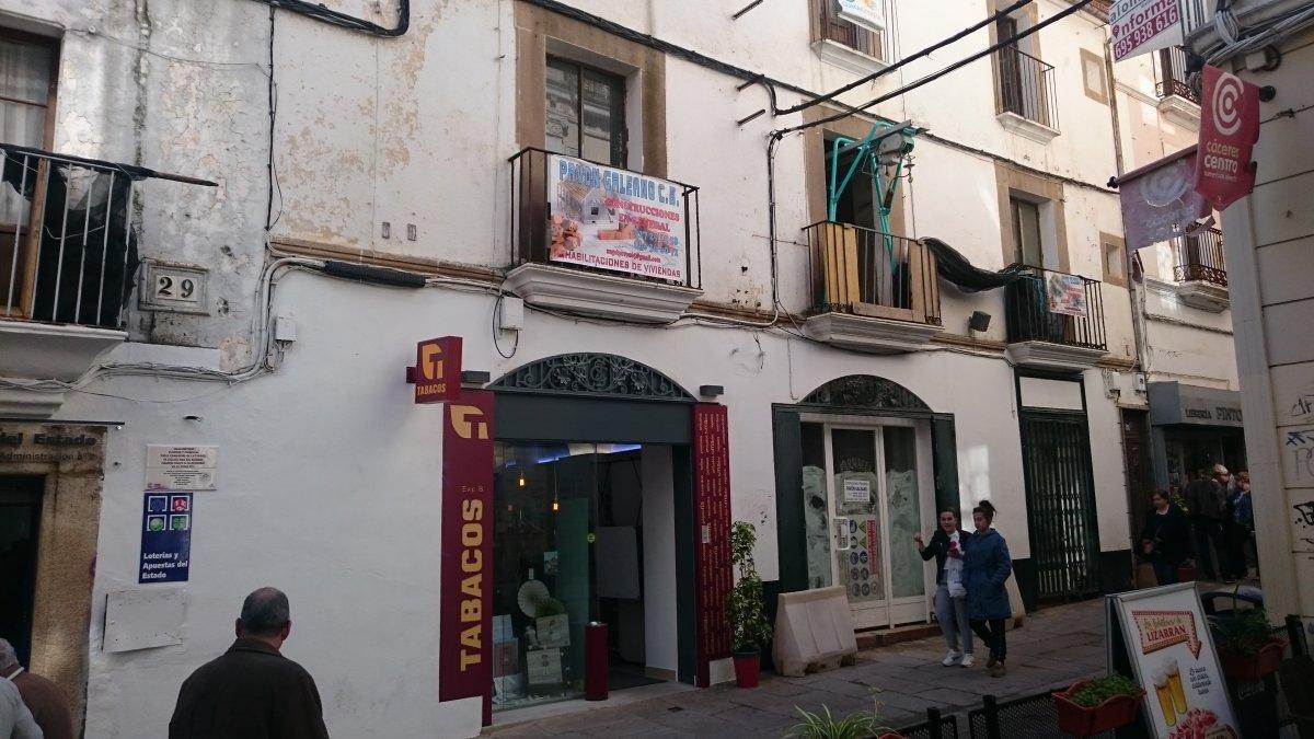 La plataforma Cacereños por Cáceres pide al ayuntamiento ayudas reales para el comercio