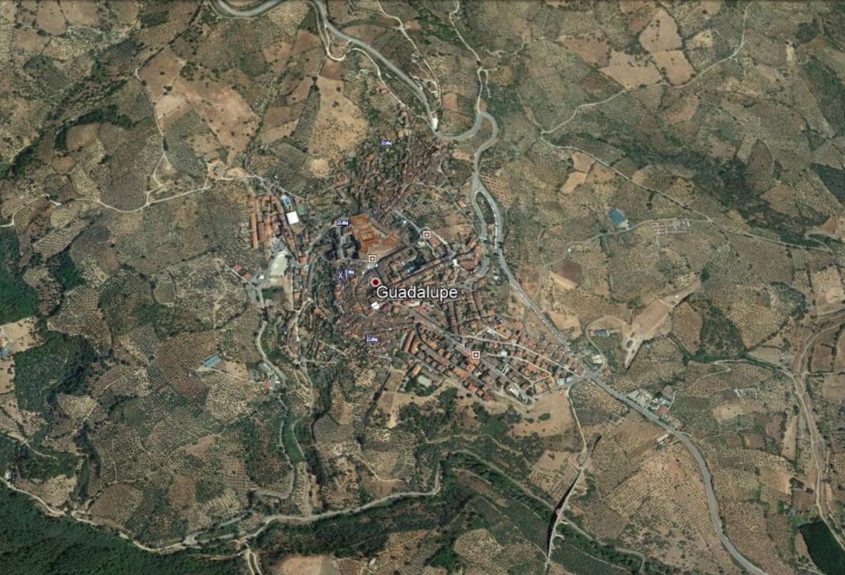 Trasladado al hospital de Badajoz un joven de 21 años tras un accidente de moto en Guadalupe