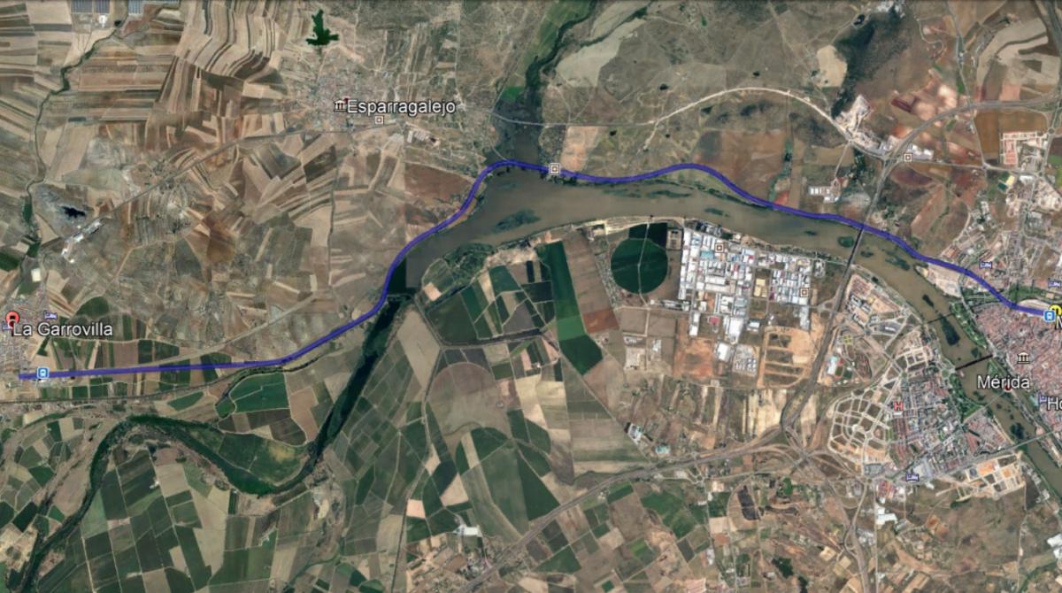 Trasladados al Hospital de Mérida tres jóvenes tras salirse su coche junto al Canal de Montijo