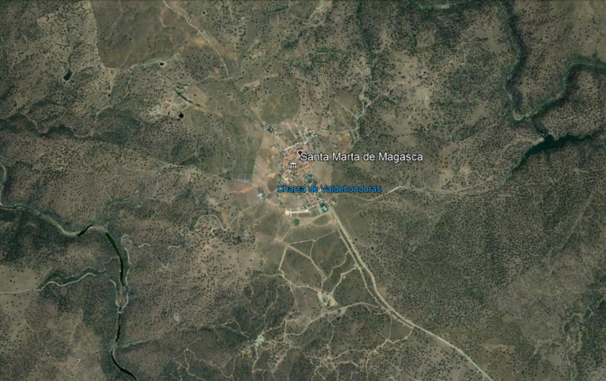 Trasladan al Universitario de Cáceres a dos motoristas tras un accidente en Santa Marta de Magasca