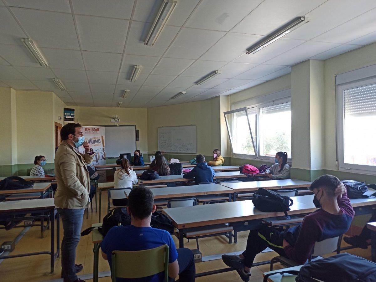 Estudiantes del IES Alagón de Coria recibirán formación sobre autoempleo y emprendimiento