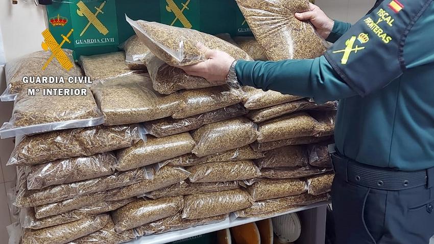 La Guardia Civil interviene en Almendralejo 100 kilos de picadura de tabaco que transportaba un ciudadano portugués
