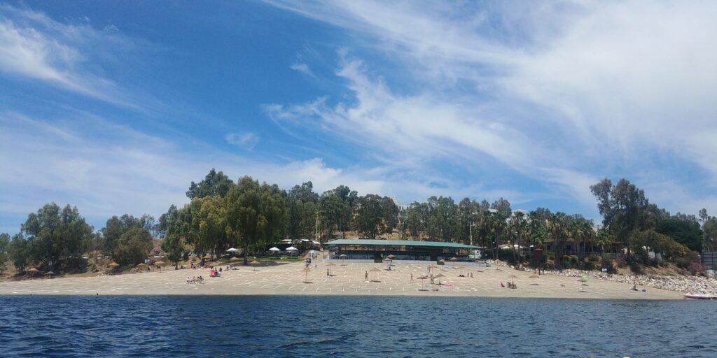 La playa dulce de Orellana, el puerto y el sendero revalidan su Bandera Azul
