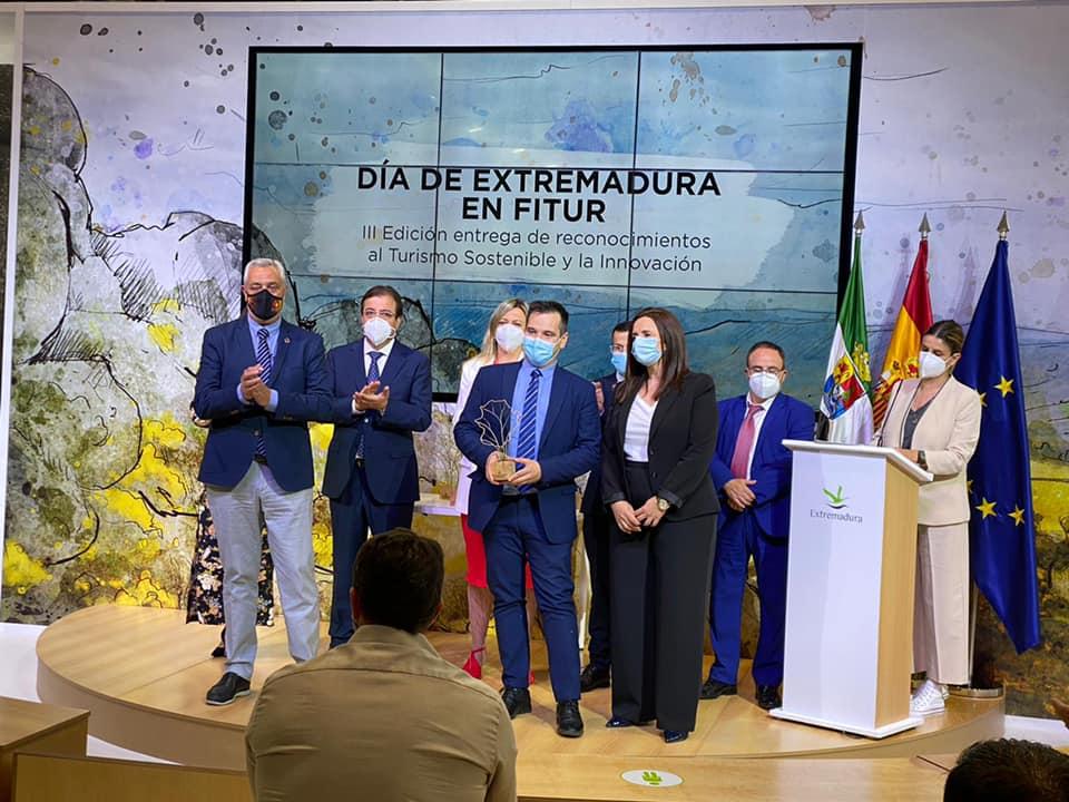 Baños recibe en Fitur uno de los premios al turismo sostenible y la innovación