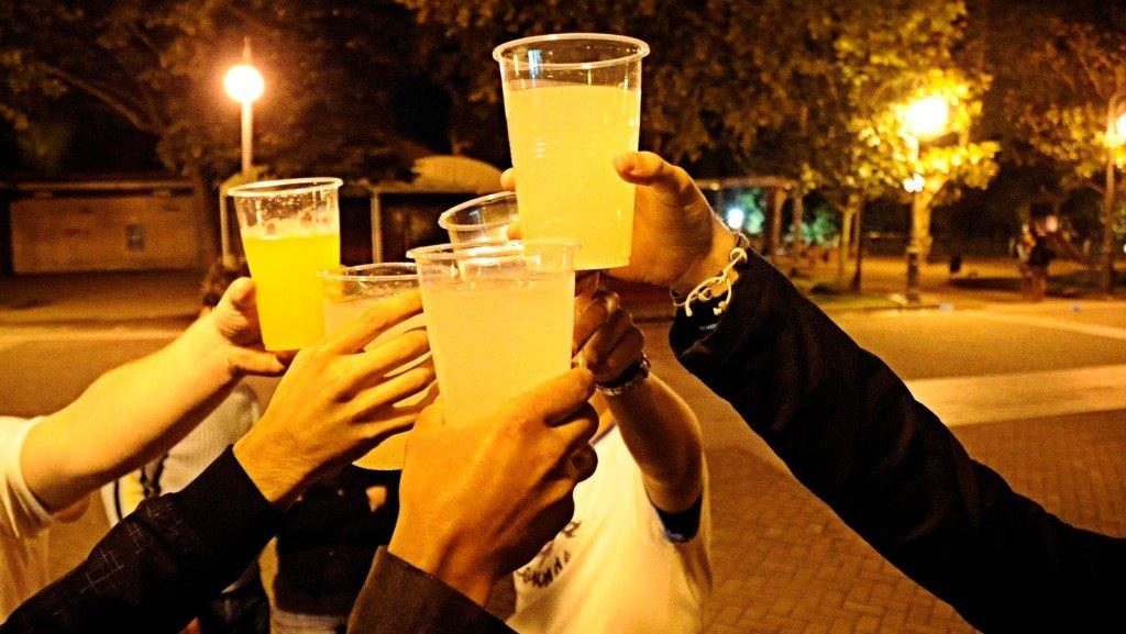 La Policía Local de Cáceres disuelve este fin de semana tres botellones y continuará con la especial vigilancia