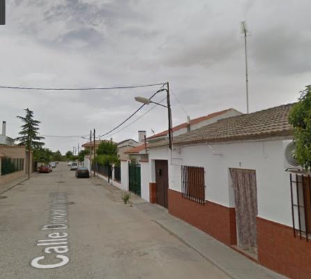 Herido un trabajador tras caer de una altura de tres metros en Villafranca de los Barros