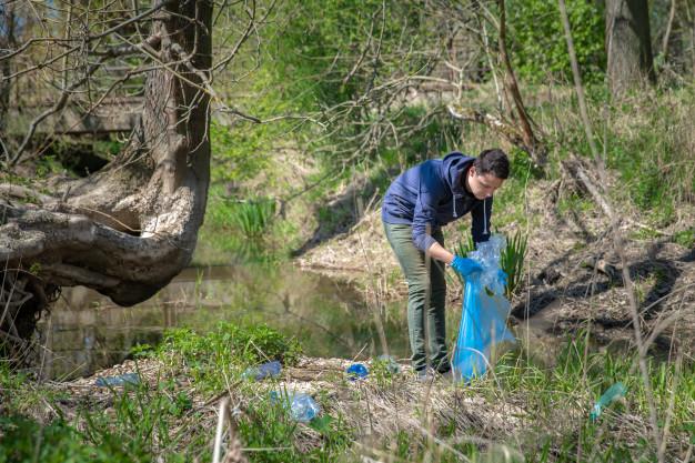 Adenex anima a los ciudadanos a colaborar en la limpieza del entorno del embalse de Plasencia