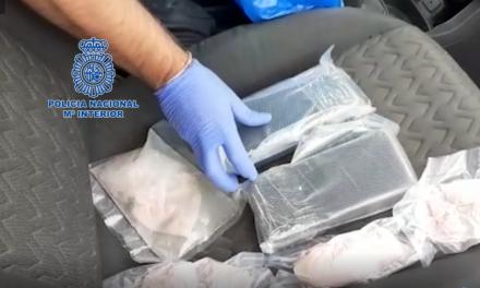 Agentes de la Policía Nacional detienen a cinco personas acusadas de tráfico de heroína