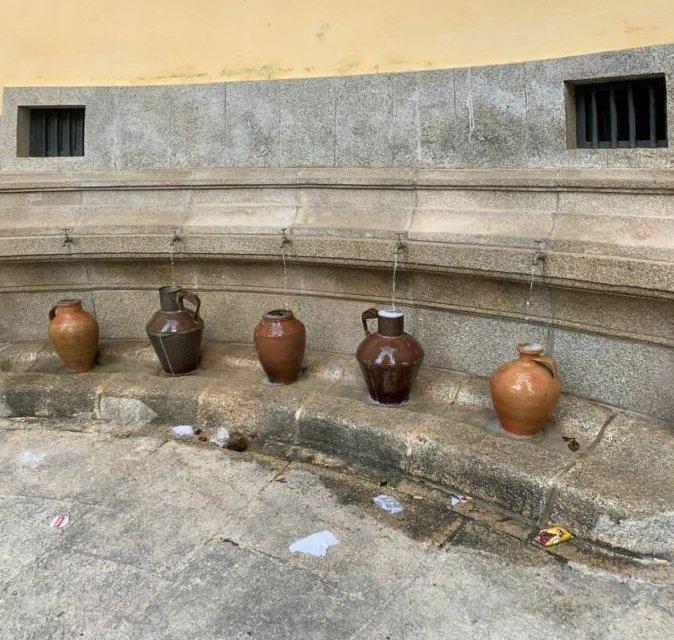 El agua canalizada regresa a la fuente de la Plaza de la Concepción de Cáceres