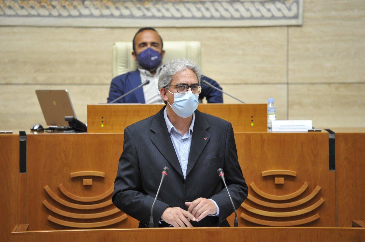 Macías pide unidad de acción a la Junta ante los cargos vacunados de forma irregular