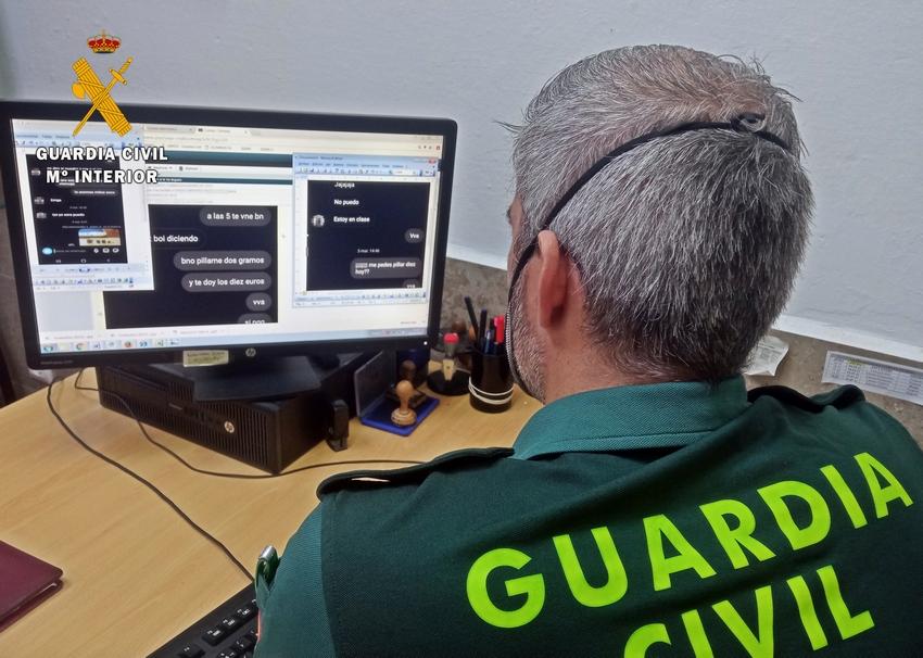 La Guardia Civil detiene a un traficante acusado de vender droga por redes sociales a menores de edad