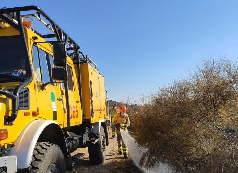 El Infoex ha extinguido esta semana 12 incendios forestales en los que han ardido 25 hectáreas
