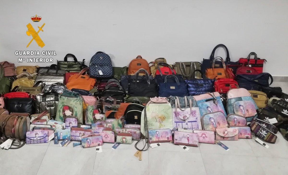 La Guardia Civil interviene bolsos y carteras falsificados valorados en más de 30.000 euros