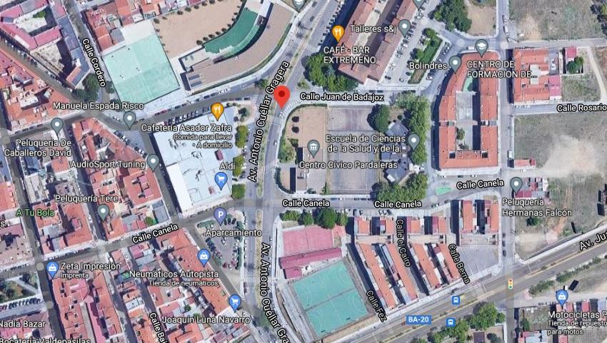 Una colisión entre una moto y un patinete deja dos heridos en Badajoz
