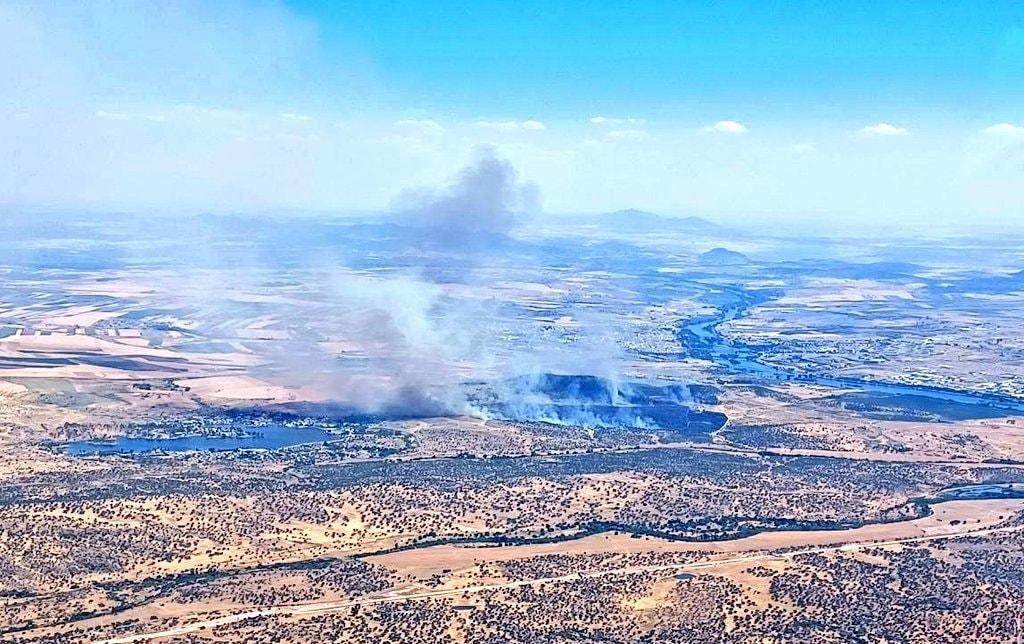 Medio terrestres trabajan para evitar que se reactive el incendio declarado en la Sierra Carija
