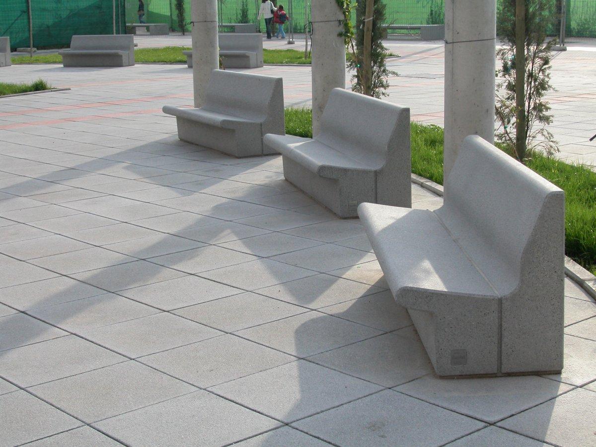 Los bancos de cemento de Malpartida de Plasencia se convertirán en obras de arte